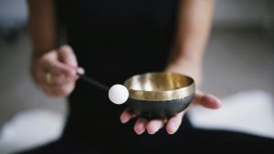 Achtsamkeitsübungen mit Klangschale. Geführte Meditation online lernen